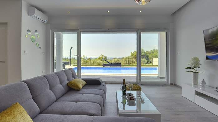 Gorgeous modern villa with private pool, sea view, terrace, WiFi, 8