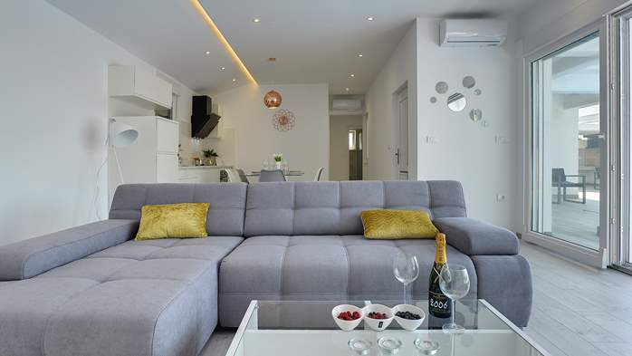 Gorgeous modern villa with private pool, sea view, terrace, WiFi, 22