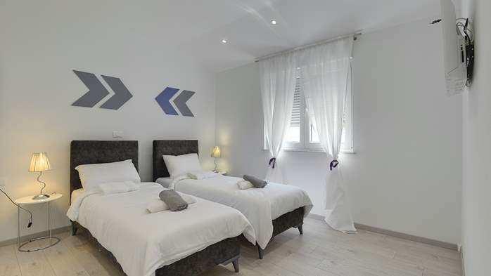 Gorgeous modern villa with private pool, sea view, terrace, WiFi, 23