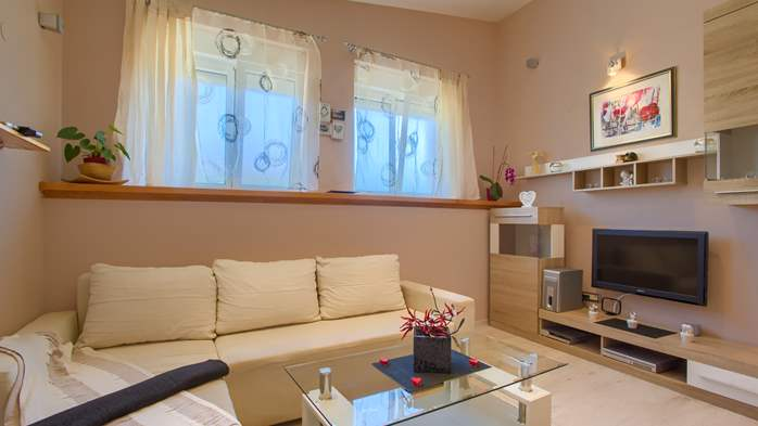 Beautiful holiday home with private pool, for 6 persons, 14