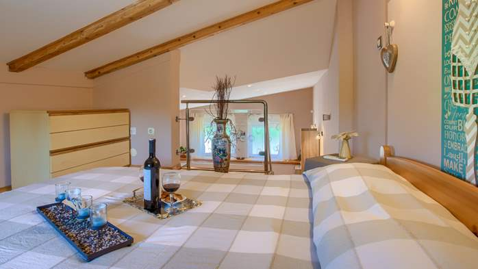 Beautiful holiday home with private pool, for 6 persons, 24