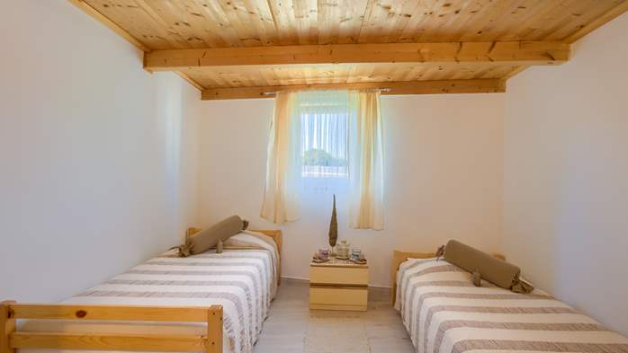 Beautiful holiday home with private pool, for 6 persons, 25