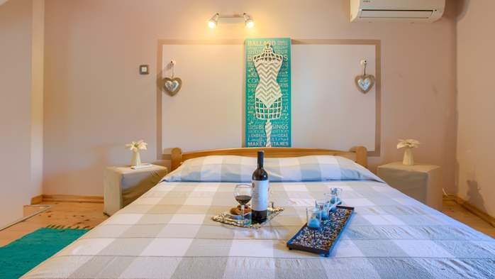 Beautiful holiday home with private pool, for 6 persons, 23