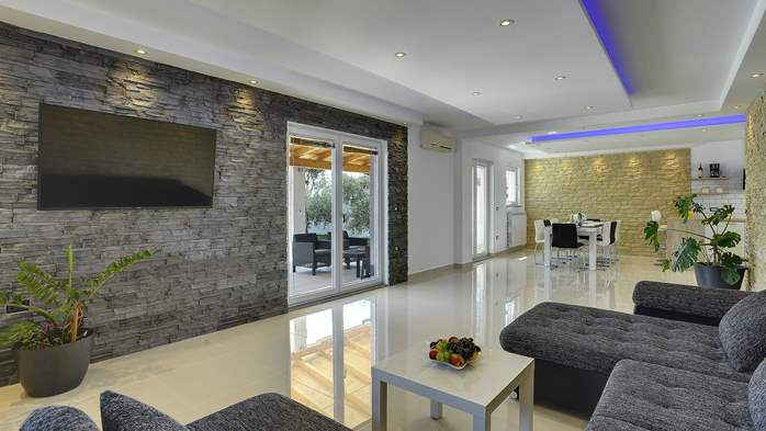 A wonderful family villa with an outdoor pool, on two floors, 16