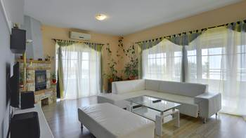 Simple fully equipped apartment on 1st floor in Ližnjan, WiFi, 3