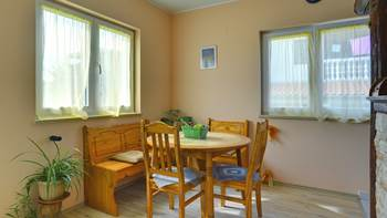Simple fully equipped apartment on 1st floor in Ližnjan, WiFi, 5