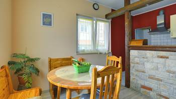 Simple fully equipped apartment on 1st floor in Ližnjan, WiFi, 6