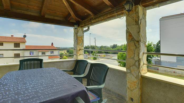 Simple fully equipped apartment on 1st floor in Ližnjan, WiFi, 8