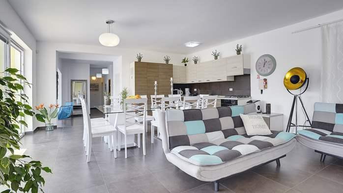 Attractive villa with 6 bedrooms, swimmingpool and Finnish sauna, 13