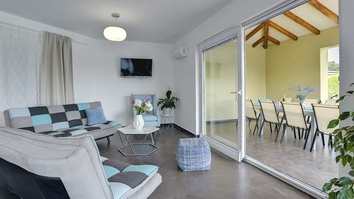 Attractive villa with 6 bedrooms, swimmingpool and Finnish sauna, 16
