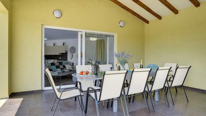 Attractive villa with 6 bedrooms, swimmingpool and Finnish sauna, 43