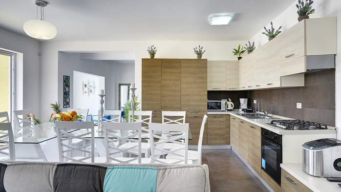 Attractive villa with 6 bedrooms, swimmingpool and Finnish sauna, 19