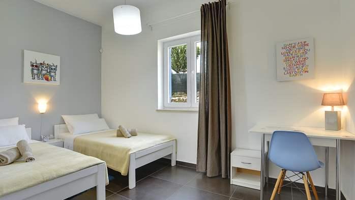Attractive villa with 6 bedrooms, swimmingpool and Finnish sauna, 29