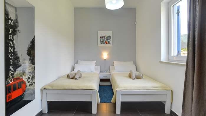 Attractive villa with 6 bedrooms, swimmingpool and Finnish sauna, 30