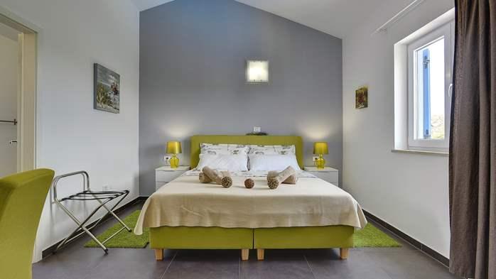 Attractive villa with 6 bedrooms, swimmingpool and Finnish sauna, 32
