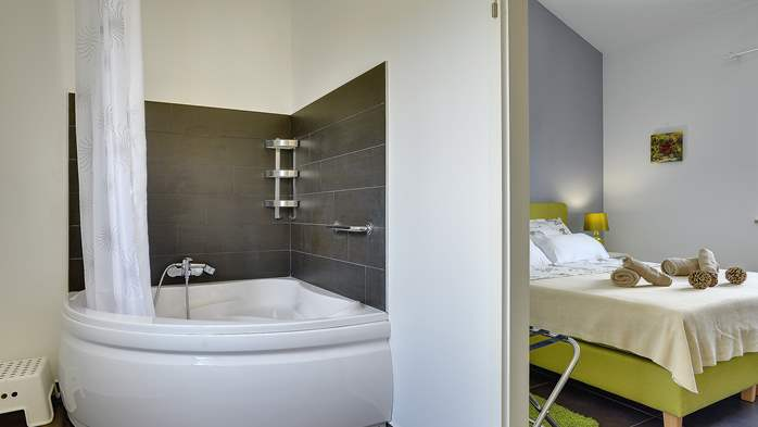 Attractive villa with 6 bedrooms, swimmingpool and Finnish sauna, 36