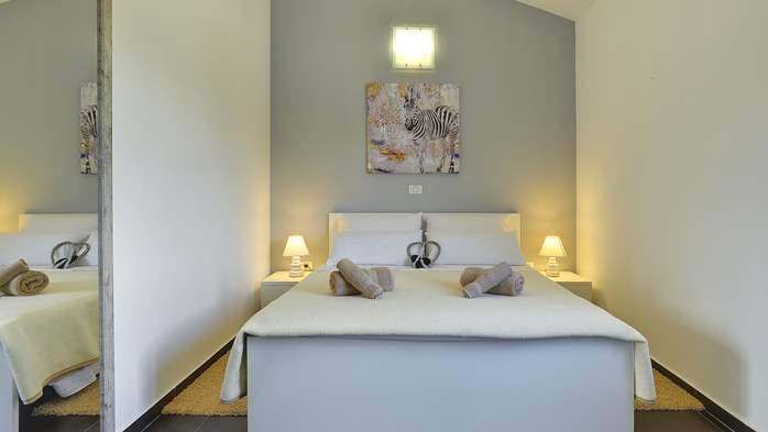 Attractive villa with 6 bedrooms, swimmingpool and Finnish sauna, 34