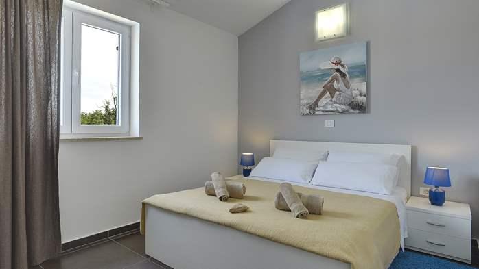 Attractive villa with 6 bedrooms, swimmingpool and Finnish sauna, 35