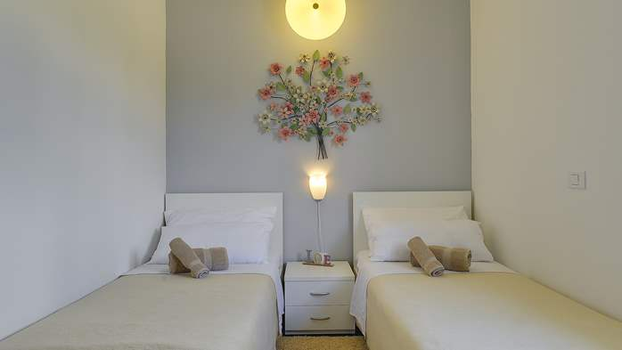 Attractive villa with 6 bedrooms, swimmingpool and Finnish sauna, 31