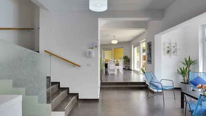 Attractive villa with 6 bedrooms, swimmingpool and Finnish sauna, 24
