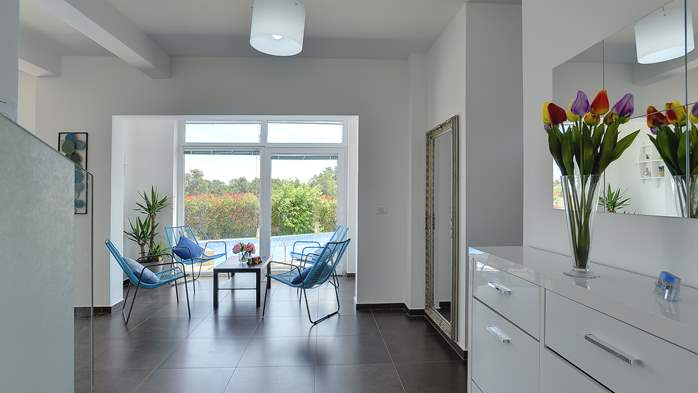 Attractive villa with 6 bedrooms, swimmingpool and Finnish sauna, 26