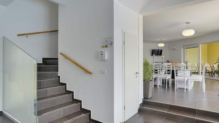 Attractive villa with 6 bedrooms, swimmingpool and Finnish sauna, 25