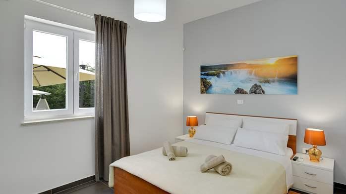 Attractive villa with 6 bedrooms, swimmingpool and Finnish sauna, 37