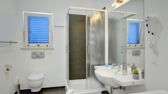 Attractive villa with 6 bedrooms, swimmingpool and Finnish sauna, 42
