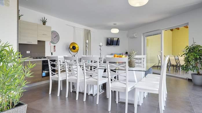 Attractive villa with 6 bedrooms, swimmingpool and Finnish sauna, 21