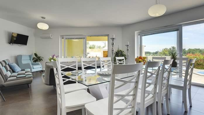 Attractive villa with 6 bedrooms, swimmingpool and Finnish sauna, 20