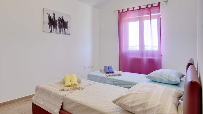 Spacious villa in Pula with pool and jacuzzi for 14 persons, 36