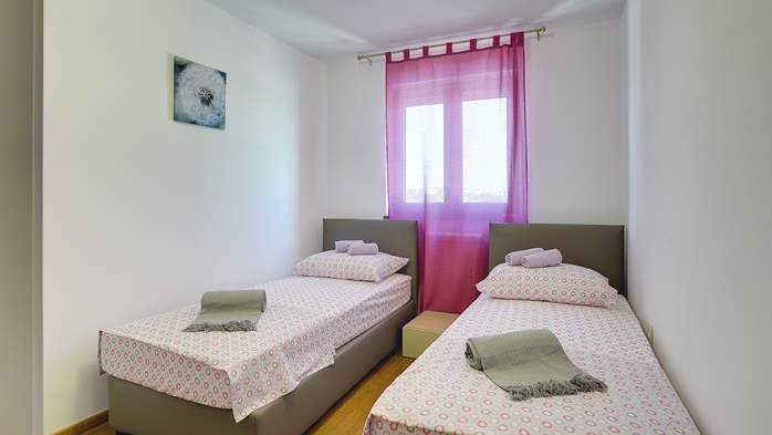 Spacious villa in Pula with pool and jacuzzi for 14 persons, 37
