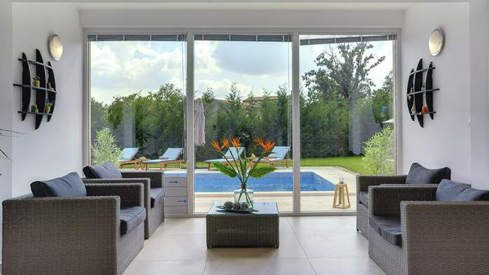 Stunning villa with Finnish sauna and outdoor pool, for 12 guests, 24