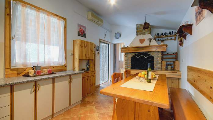 Holiday house for 4 persons in Pula with bbq, air co, WiFi, 7