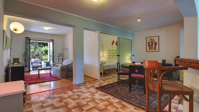 Apartment for six persons with three terraces, free WiFi, parking, 5