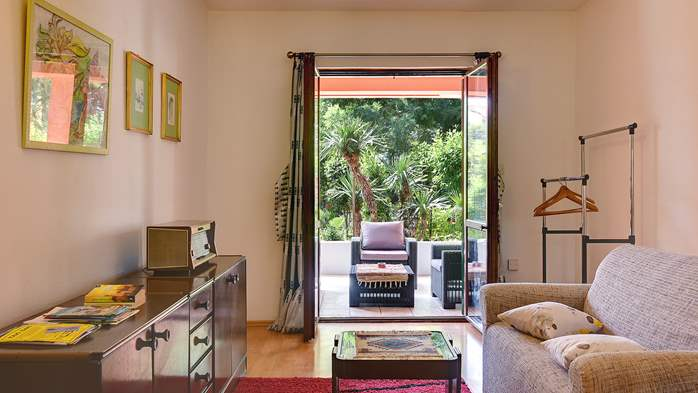 Apartment for six persons with three terraces, free WiFi, parking, 6