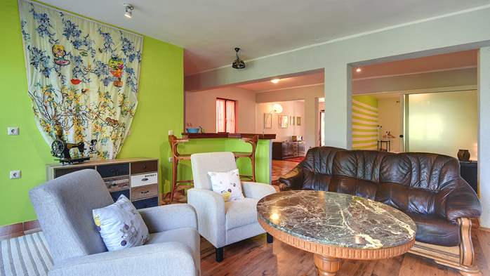 Apartment for six persons with three terraces, free WiFi, parking, 2