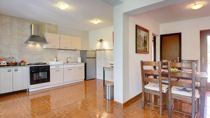 Apartment for six persons with three terraces, free WiFi, parking, 9