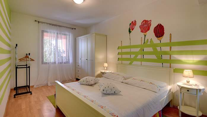 Apartment for six persons with three terraces, free WiFi, parking, 10