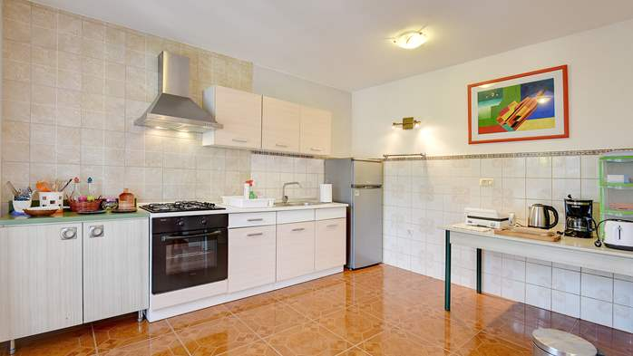 Apartment for six persons with three terraces, free WiFi, parking, 7