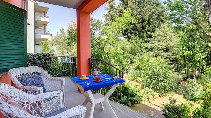 Apartment for six persons with three terraces, free WiFi, parking, 15