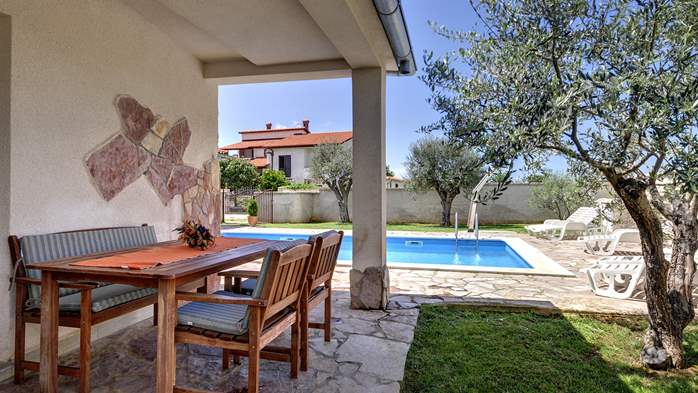 Villa in Pula, for 15 persons, with private pool and Wi-Fi, 24