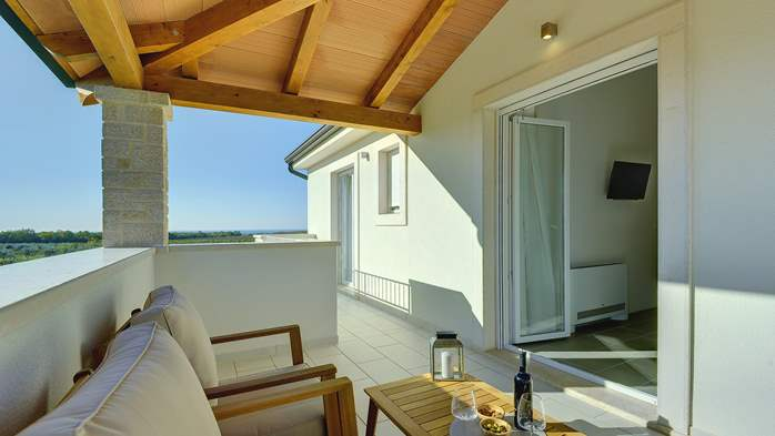 Newly built villa with a heated pool not far from Novigrad, 36