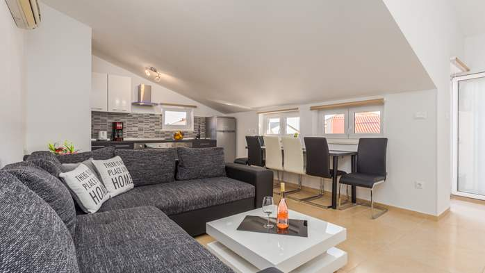 Nicely decorated two-bedroom apartment with private balcony, 3