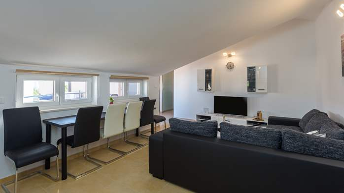Nicely decorated two-bedroom apartment with private balcony, 5