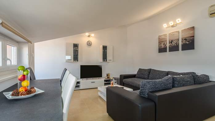 Nicely decorated two-bedroom apartment with private balcony, 6