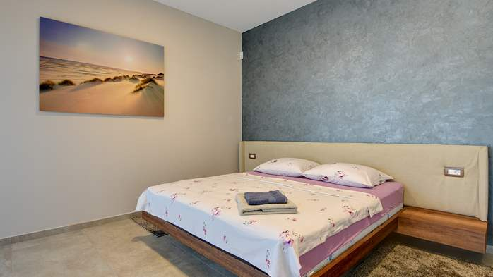 Luxury villa in Pula with heated pool and Jacuzzi for ten persons, 49