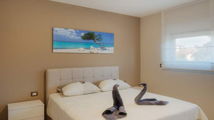 Luxury villa in Pula with heated pool and Jacuzzi for ten persons, 64