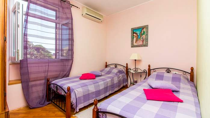 Air-conditioned apartment on the first floor with sea view, 15
