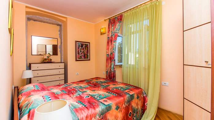 Air-conditioned apartment on the first floor with sea view, 12